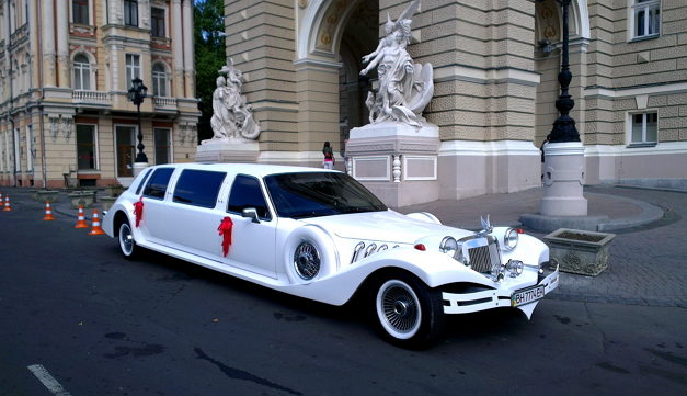 Заказать лимузин Excallibur Phantom в Одессе